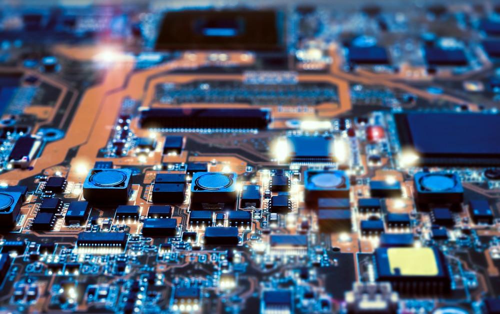 打破摩爾定律有望!別說 5 奈米以下是夢話,1 奈米電晶體出現了
