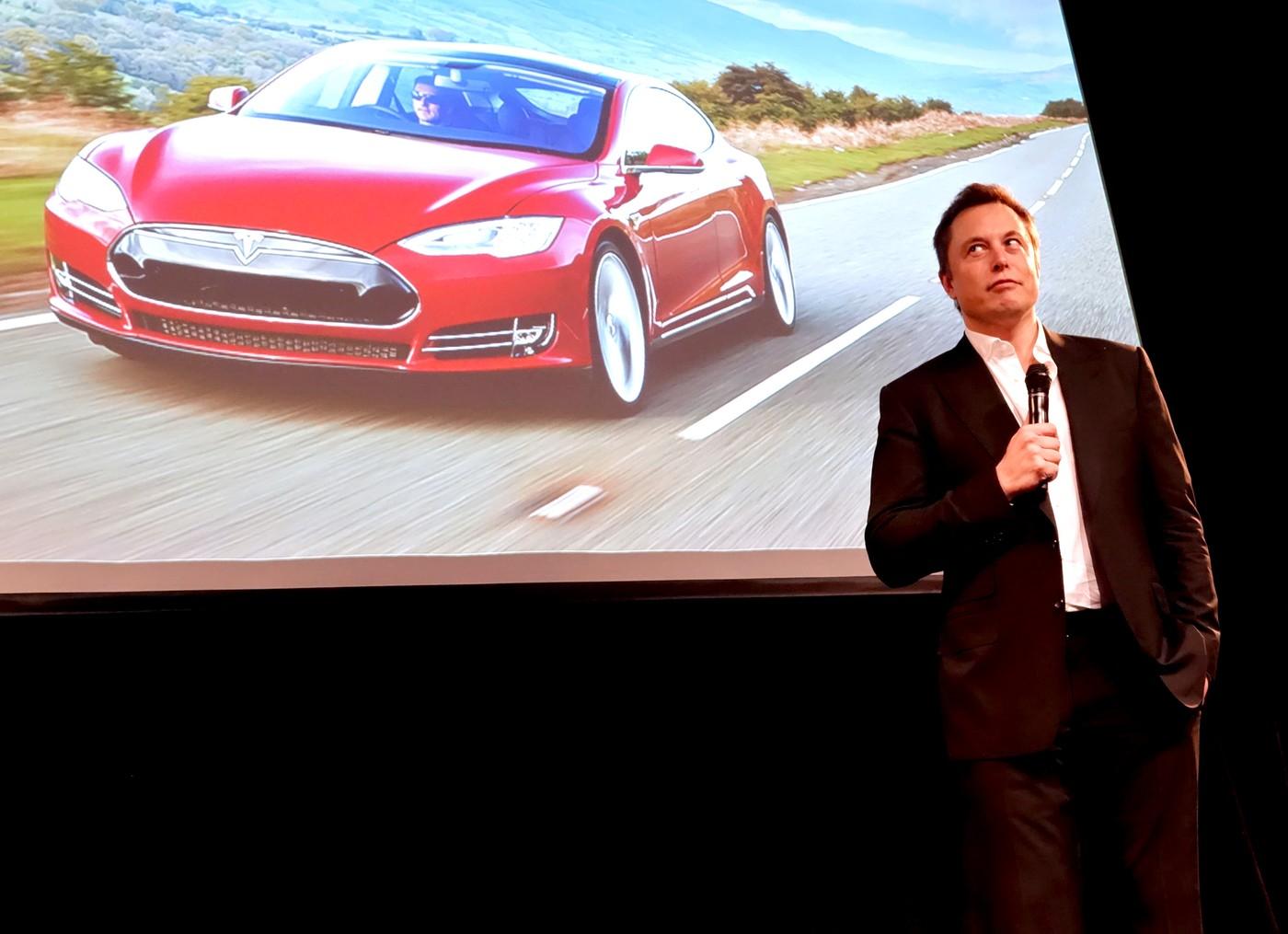 半年多一倍!特斯拉自動駕駛已累積超過20億公里數據