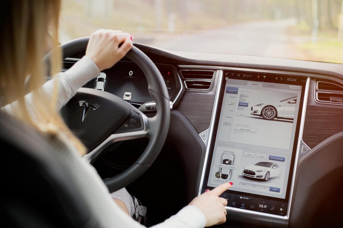 自動駕駛技術再進化!特斯拉釋出最新測試影片