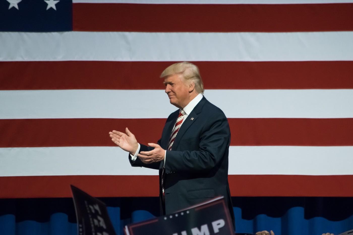 川普下令暫停簽發H-1B等工作簽證,32萬移民、家眷入境受阻