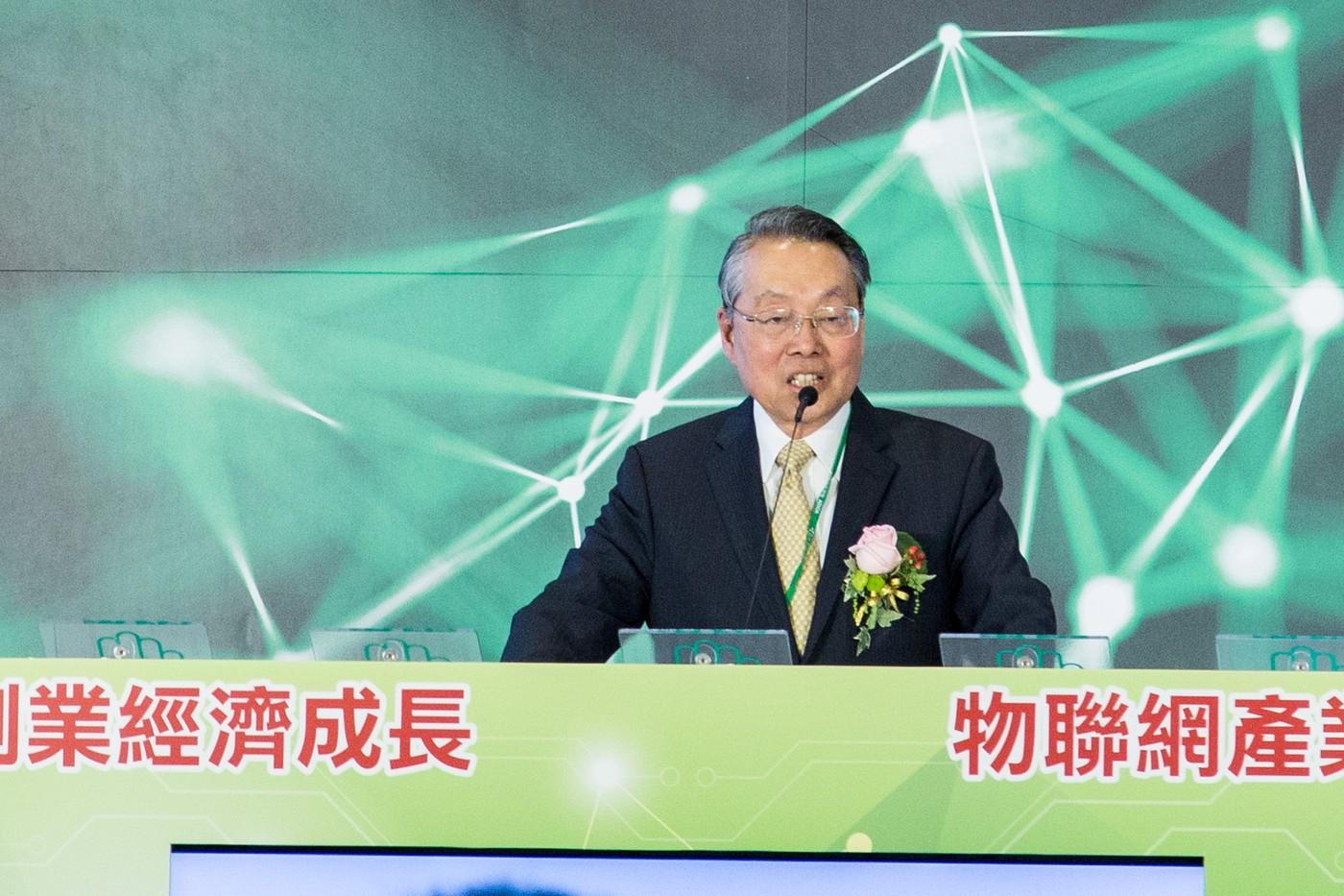 銀光經濟來了,75歲施振榮開放7萬筆「長輩們」未來生活數據庫