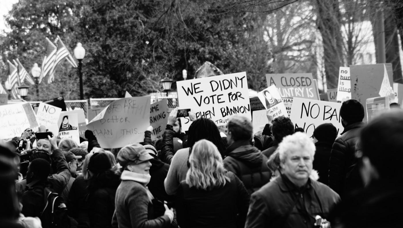 川普禁令惹怒人民及公部門,社群媒體是政治第四權的最後一哩路