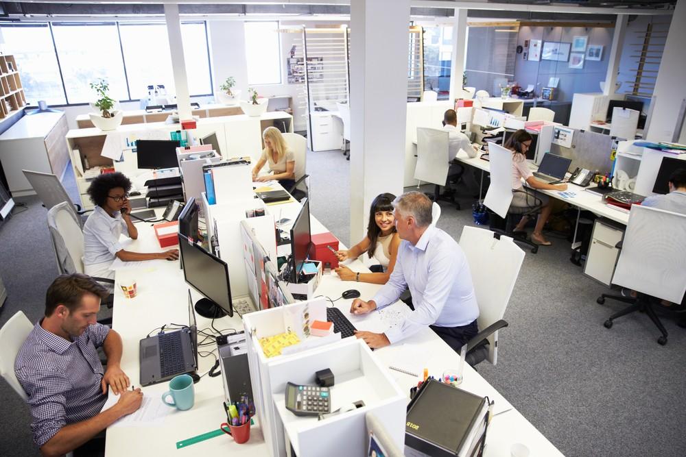 開放式辦公室缺點多,員工最厭惡「視覺噪音」