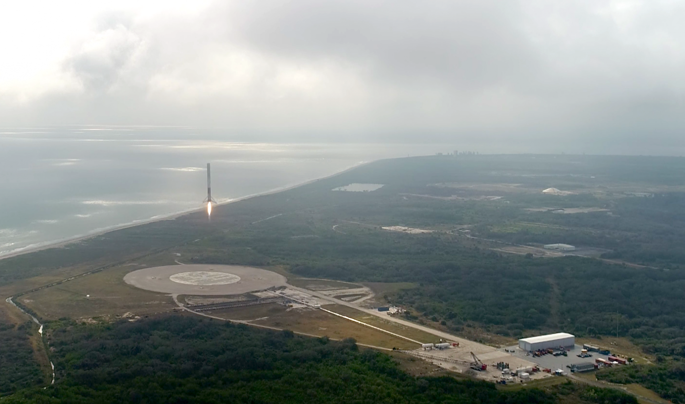 浴火重生!SpaceX獵鷹9號再次載貨升空,並成功在陸地回收火箭