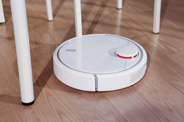 不只说欢迎光临,饭店机器人还兼扫地!微星花三年练出Robot新境界