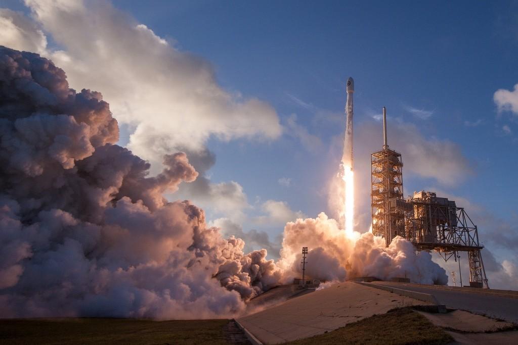 SpaceX從商用跨足軍用,發射首顆機密間諜衛星、第10次成功回收火箭