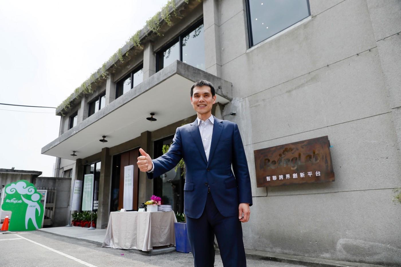 宏碁GrandPad獲跨國居家照護集團入股,施宣輝談創業兩心法