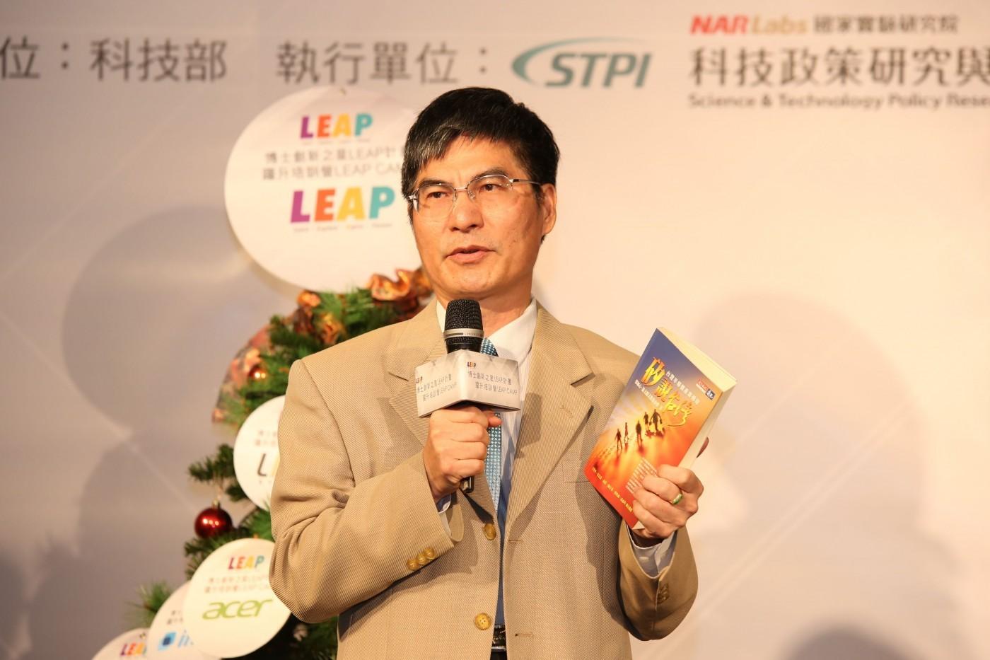 送50位台灣博士到矽谷,陳良基:期勉他們有《駭客任務》救世主的精神