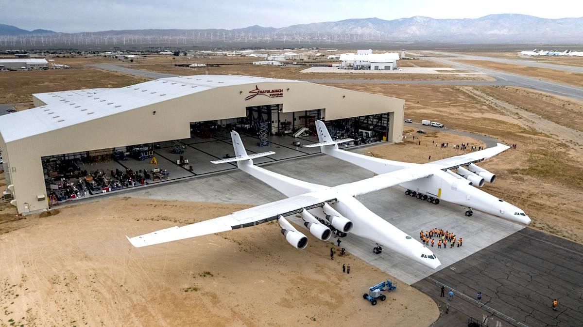 微軟共同創辦人打造了史上最大飛機,一次可以載運、發射三枚火箭!