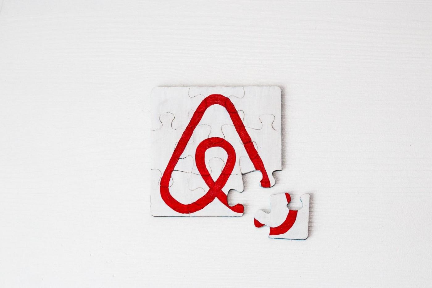 入住Airbnb不會開冷氣、找不到急救箱?這個概念性AR應用可以「指」給你看