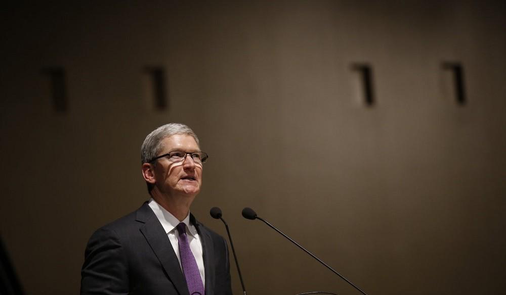 要求解鎖嫌犯iPhone!FBI對蘋果持續施壓,路透社:iCloud備份加密恐失守