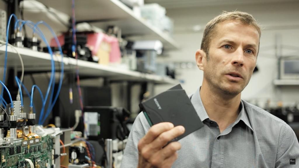 IBM、Sony聯手創新紀錄,用巴掌大的磁帶儲存330TB資料