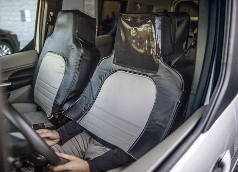 驚見駕駛座伸出一雙手!福特「偽裝」了一台無人車,但究竟是為了什麼?