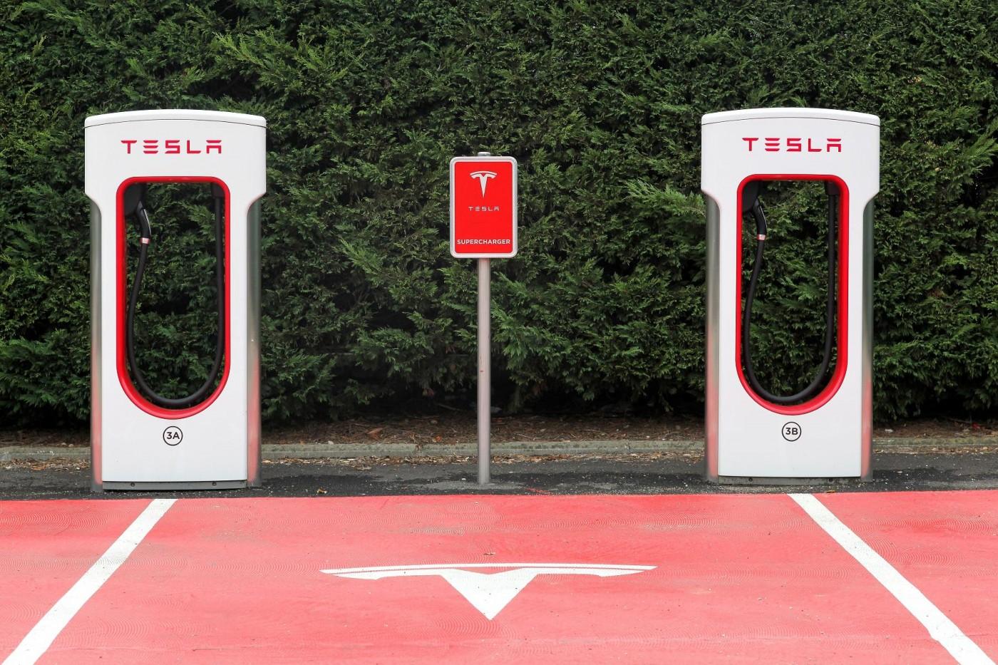 等充電太無聊?特斯拉考慮替超級充電站增加新功能