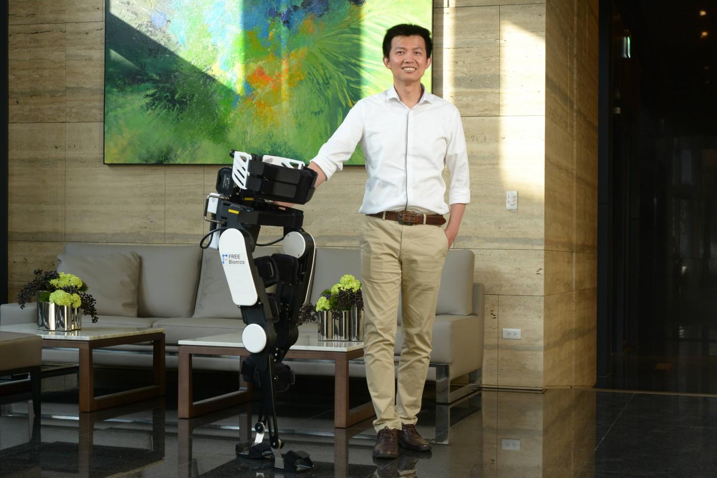 助傷友站立、復健!要價百萬元的仿生機器人,福寶科技推到府租賃