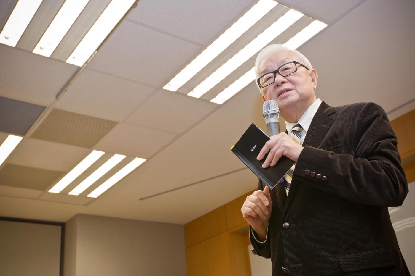張忠謀怎麼把台積電做成世界級企業?4個經營問題,他親自解答