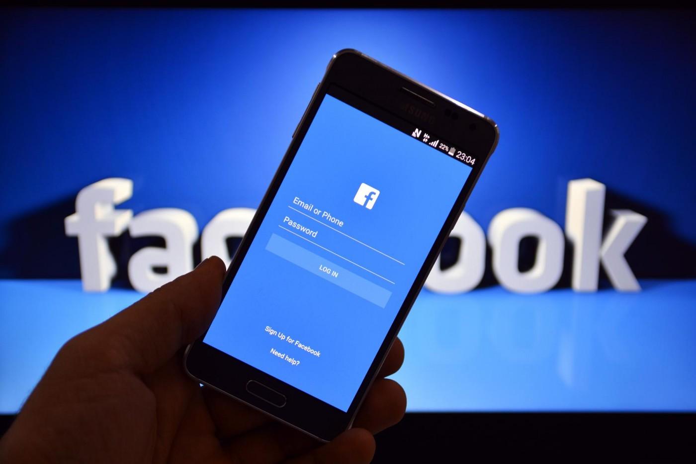 LinkedIn 小心了,Facebook 正在測試線上履歷功能