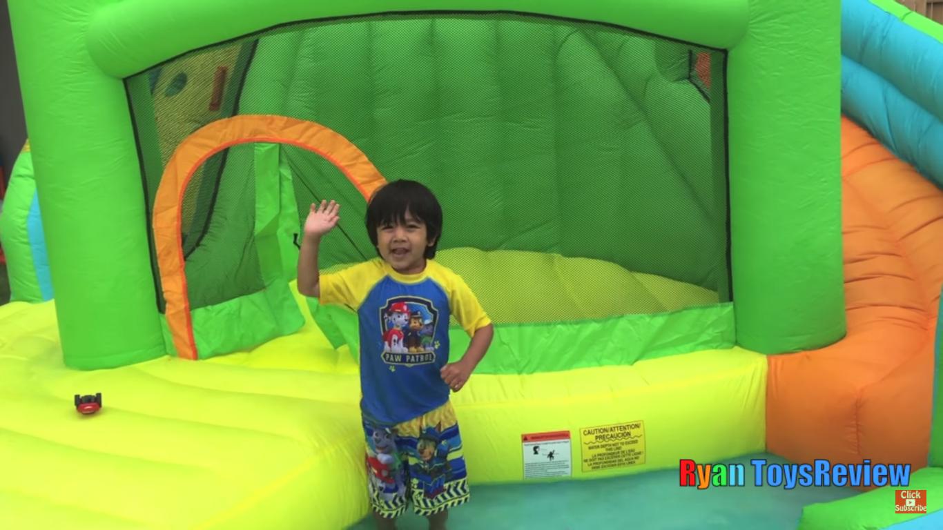客廳也能創業、比美國總統還會賺,6歲男童靠玩具開箱爆紅 - Meet 創業小聚