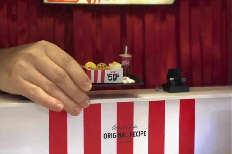 世界上最小的肯德基門市:一份炸雞拇指大,一個人也坐不下