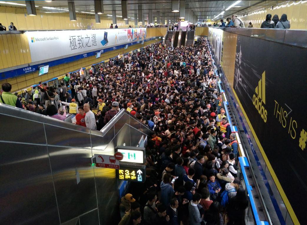 你是跨年後擠在車廂的沙丁魚嗎?台北捷運疏散人潮的 4 大策略