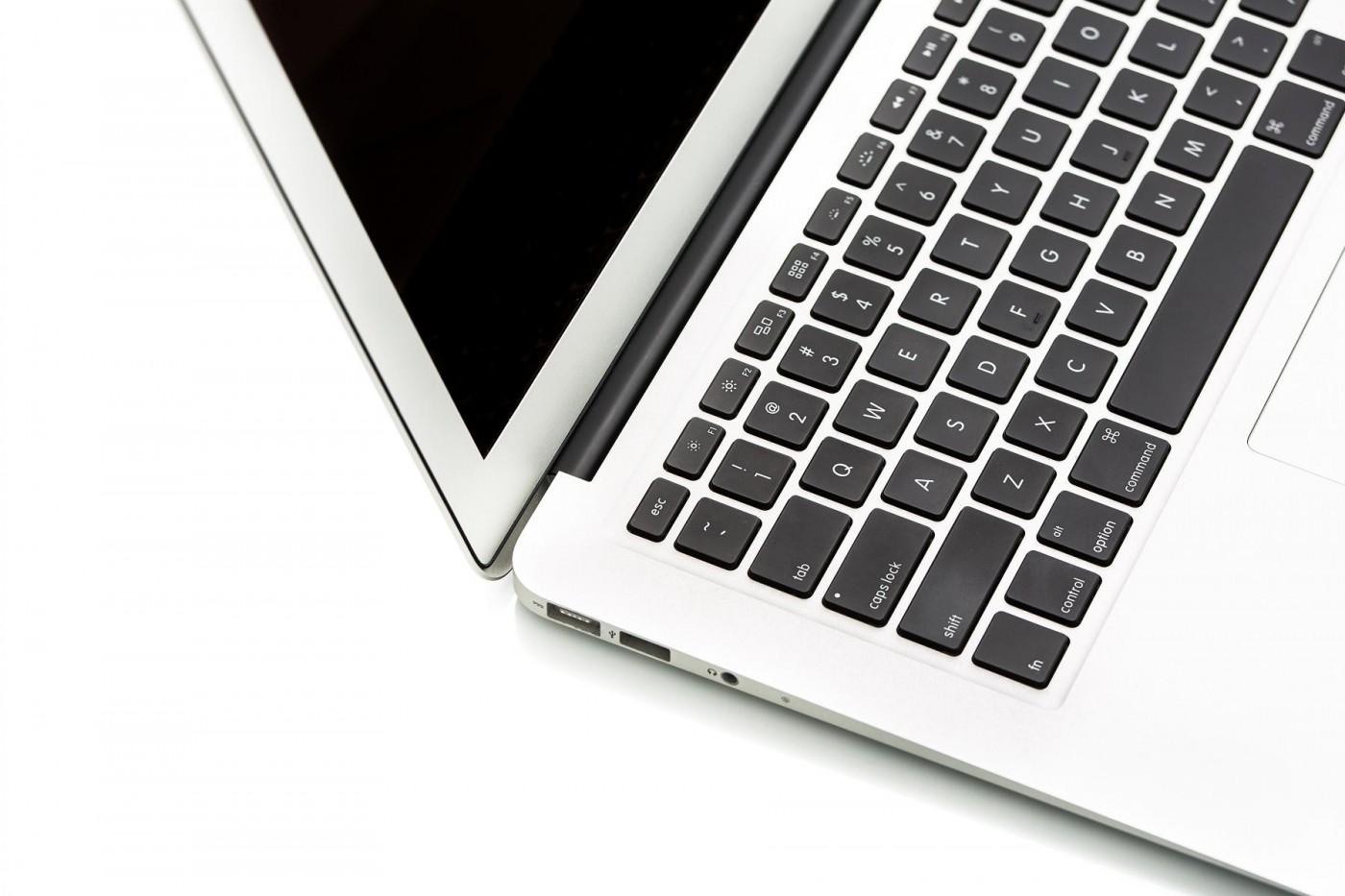 賈伯斯從牛皮紙袋抽出的驚喜:MacBook Air問世十周年,五大設計改寫筆電未來