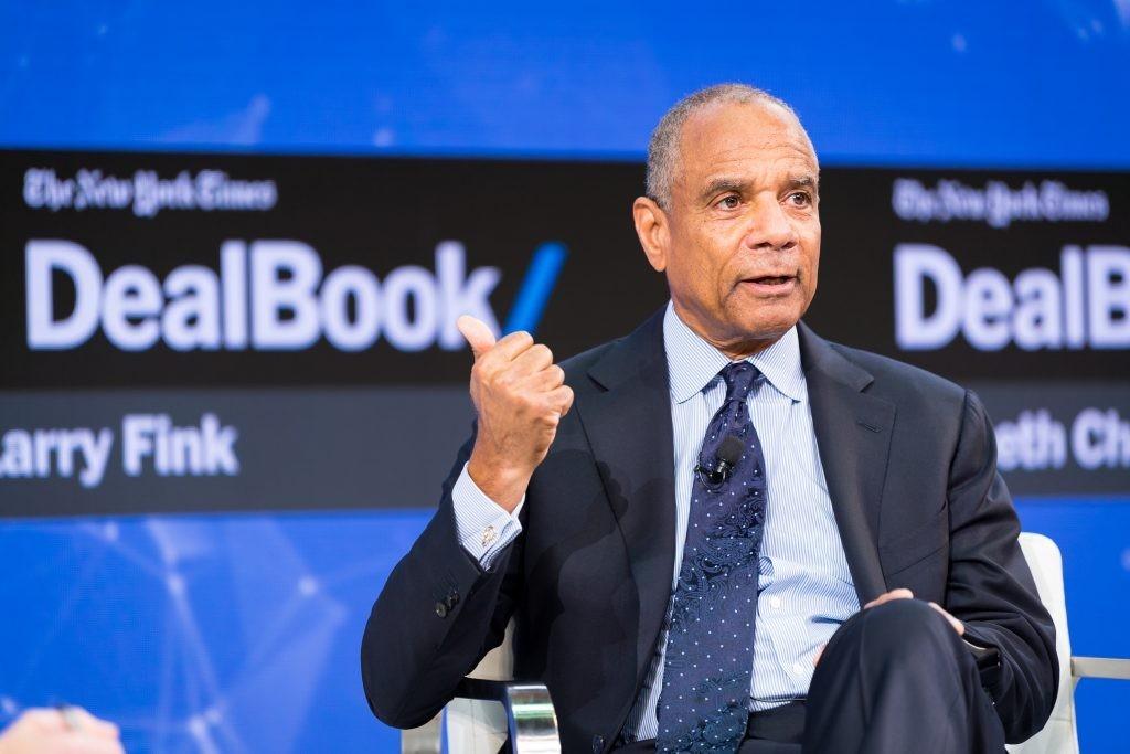 Facebook首位黑人董事是他:66歲美國運通執行長退休後更拚,樂和佐克伯共事