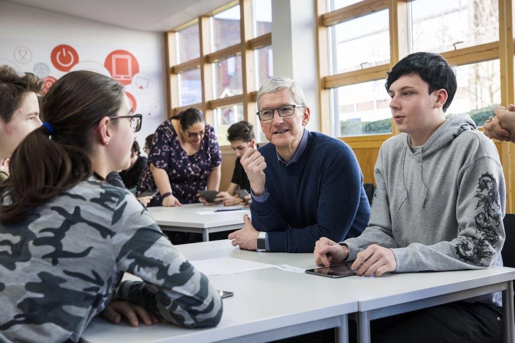 就怕手機成癮!蘋果CEO庫克不准姪子碰社群媒體,矽谷吹起科技抵制潮