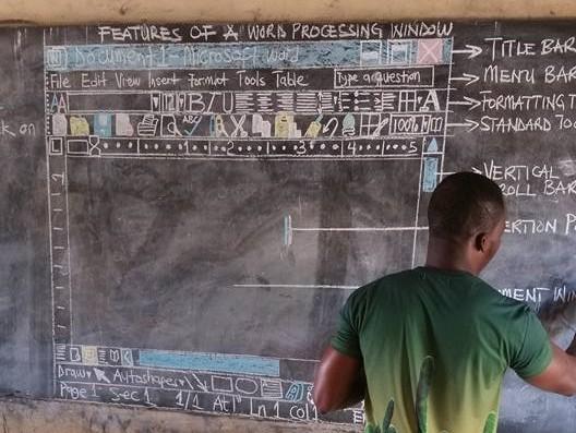 非洲老師6年粉筆手繪電腦課,微軟看不下去插手介入