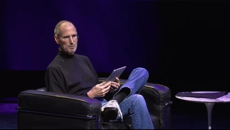 賈伯斯展示初代 ipad.jpg