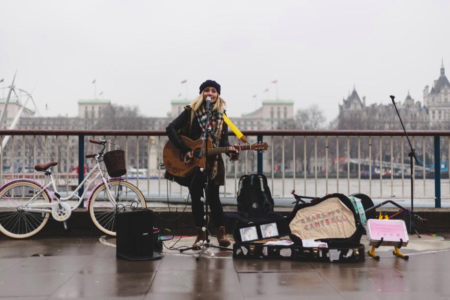 倫敦政府與支付新創iZettle合作,街頭藝人也可以接受信用卡打賞