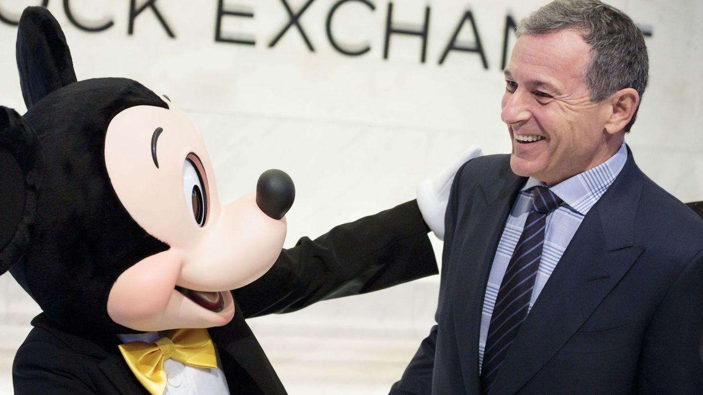 張忠謀正式退休:台積電奇蹟絕沒停止!從星巴克、迪士尼看成功 CEO 交棒的關鍵