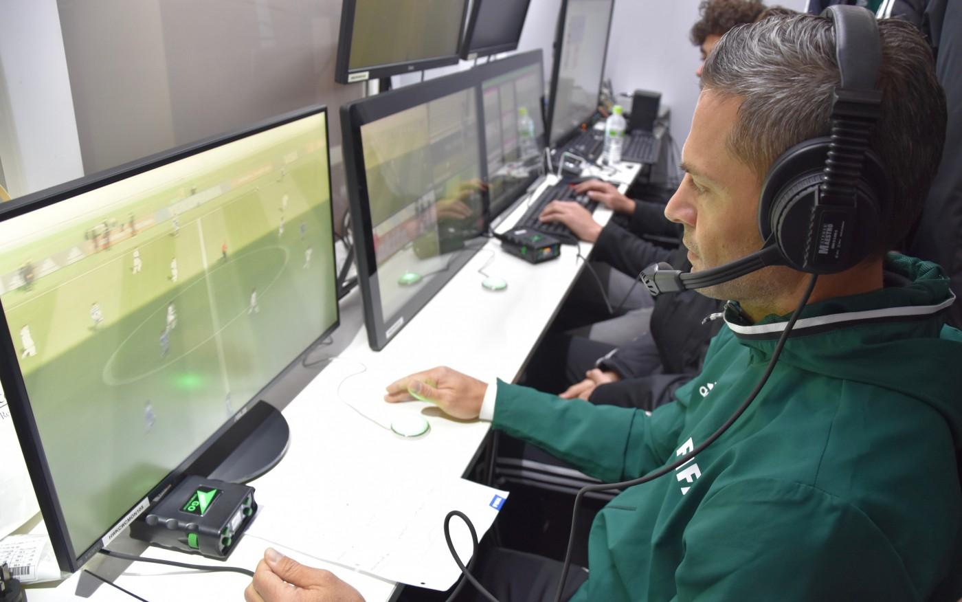 虚拟图像裁判、连网智能足球,一窥FIFA世界杯亮点科技