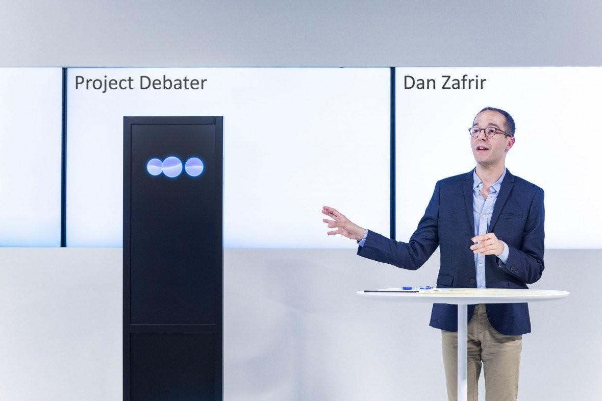 IBM展示會辯論的機器人,與辯論冠軍大談遠程醫療、太空探索