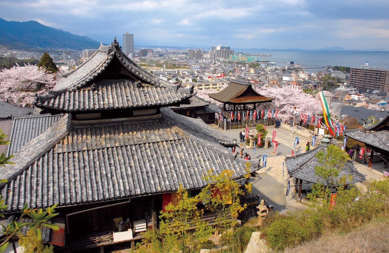 Airbnb八成房源被下架後,日本出現了寺廟住宿預約平台