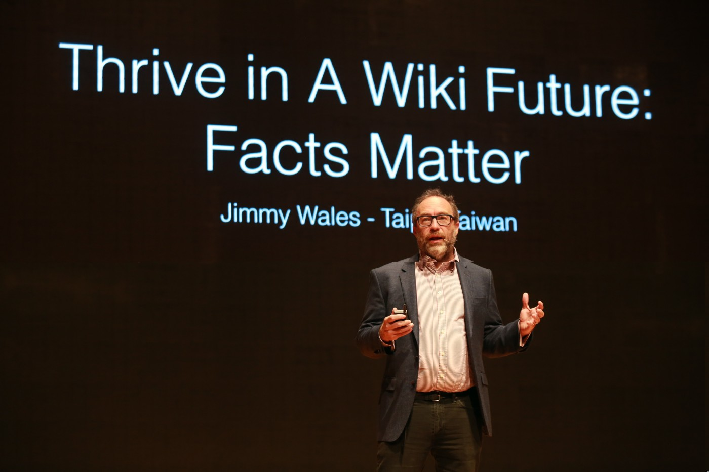 集結社群力量的新聞平台,維基百科創辦人威爾斯讓《維基論壇報》成真正異言堂