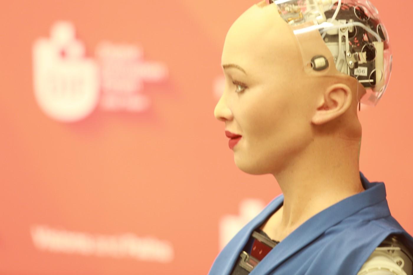 為何外界都好奇蘇菲亞會不會「做夢」?一個關於人工智慧的浪漫想像