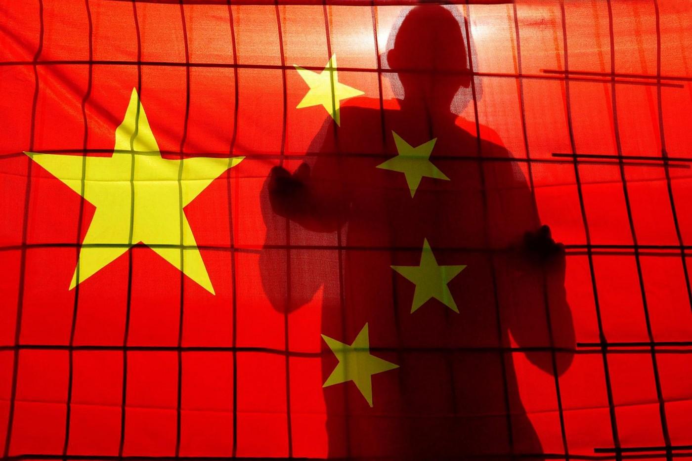 繼思想改造集中營之後,中國再爆清查新疆外國遊客手機檔案、強制下載監控軟體