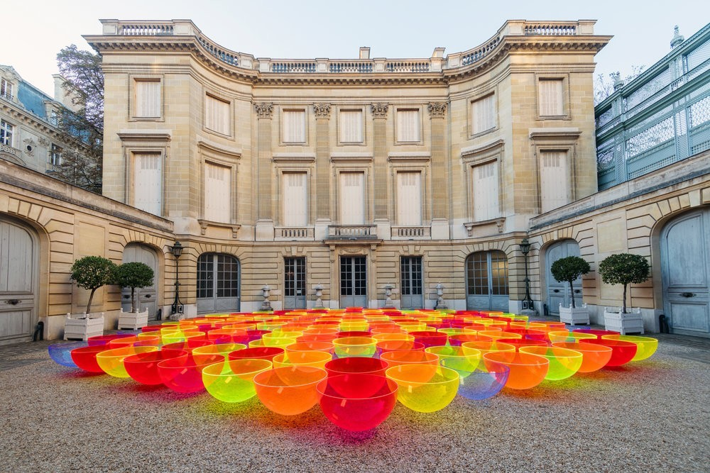 2019 SS巴黎時裝周 大型戶外裝置藝術「Aglow」