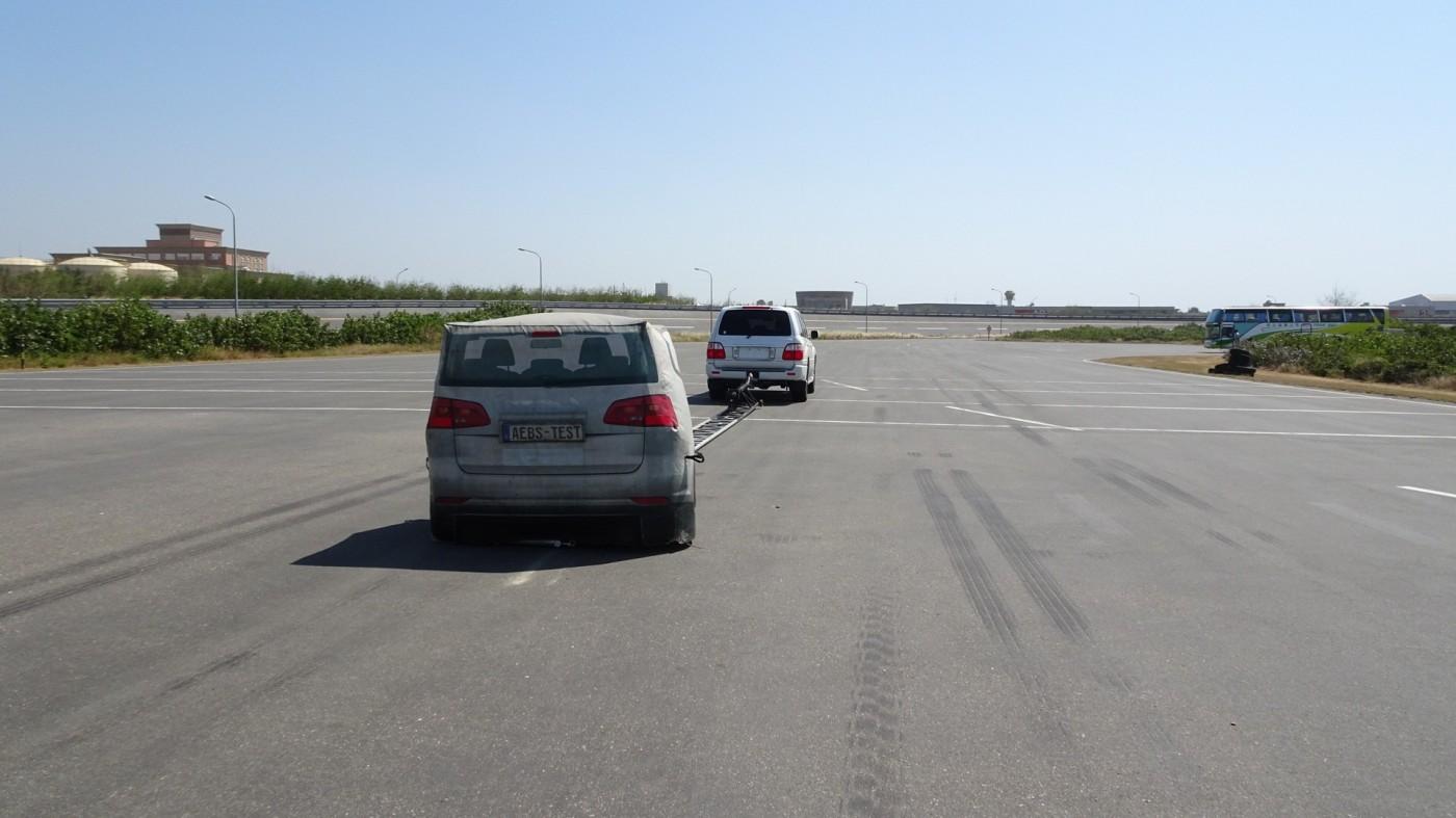 自動緊急煞車AEB可靠嗎?直擊國家級車輛測試現場
