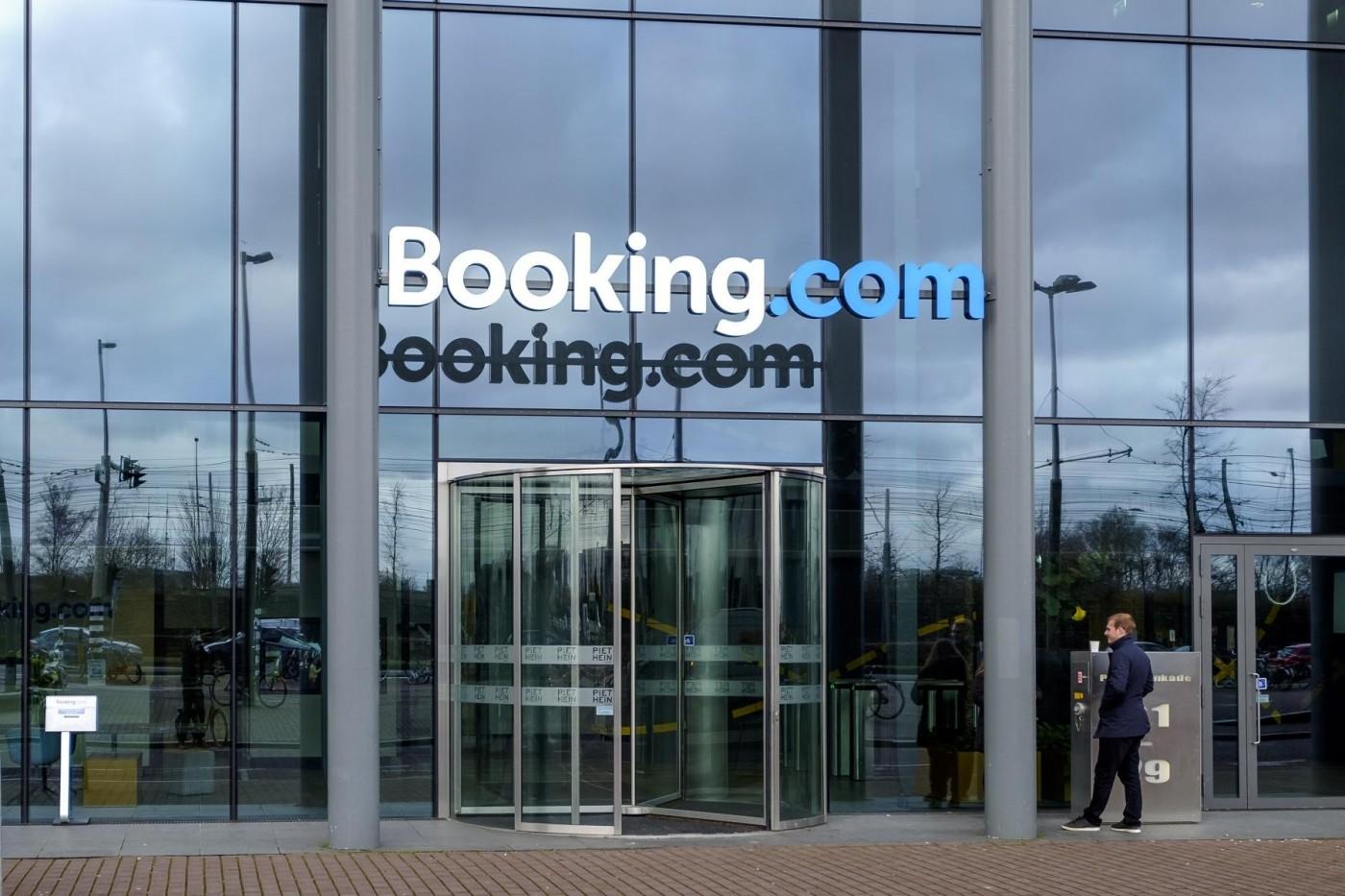 Booking.com狂投叫車平台,背後有什麼盤算?