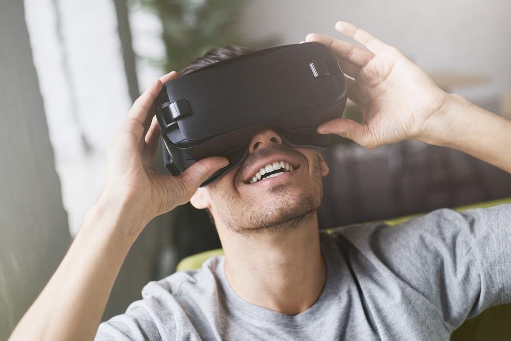實踐VR社交平台大夢,Facebook宣布改組Oculus部門