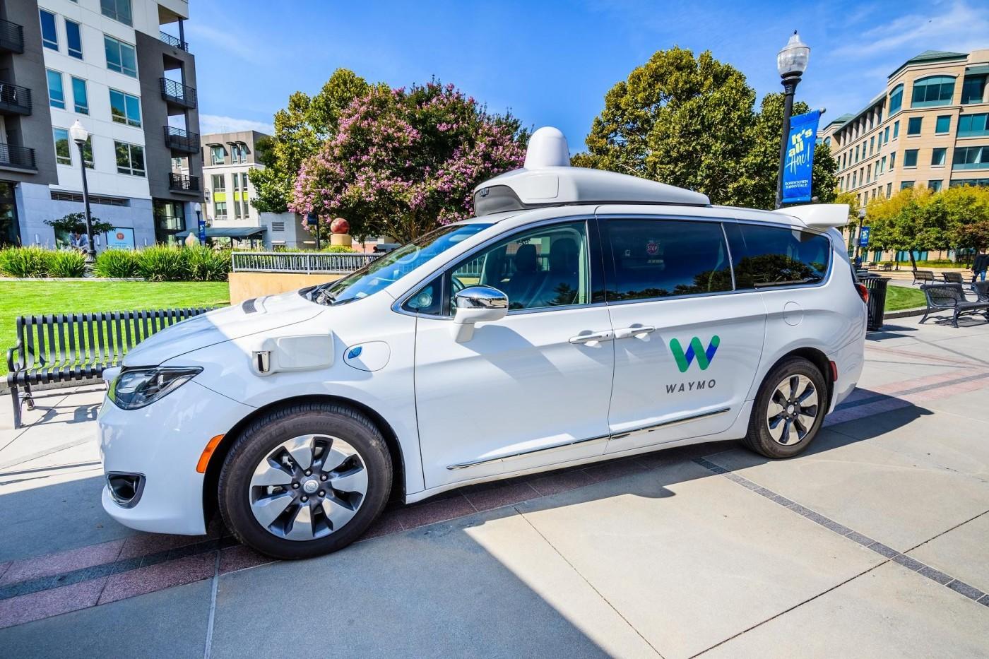 Uber要當心了,Waymo下月推出全球首個無人計程車服務
