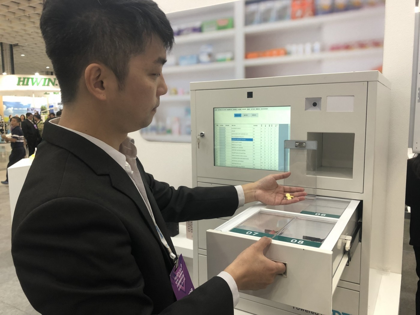 BenQ跨界醫療產品,智慧藥櫃、3D列印植牙方案通通來