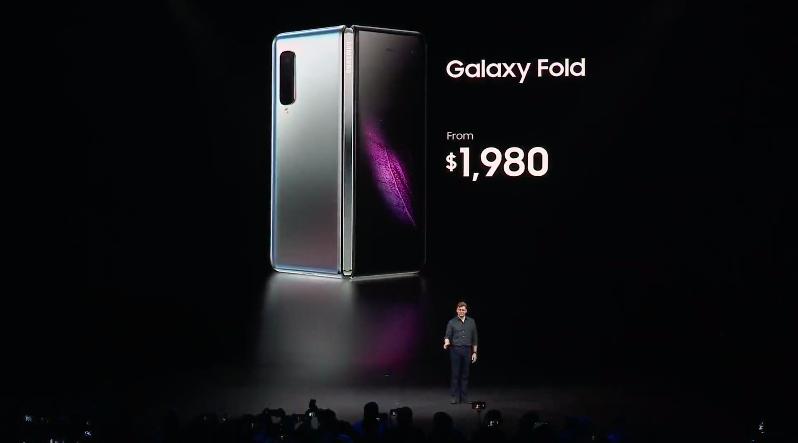 三星折疊手機8天後要開賣,外媒測試卻紛傳Galaxy Fold螢幕異常問題