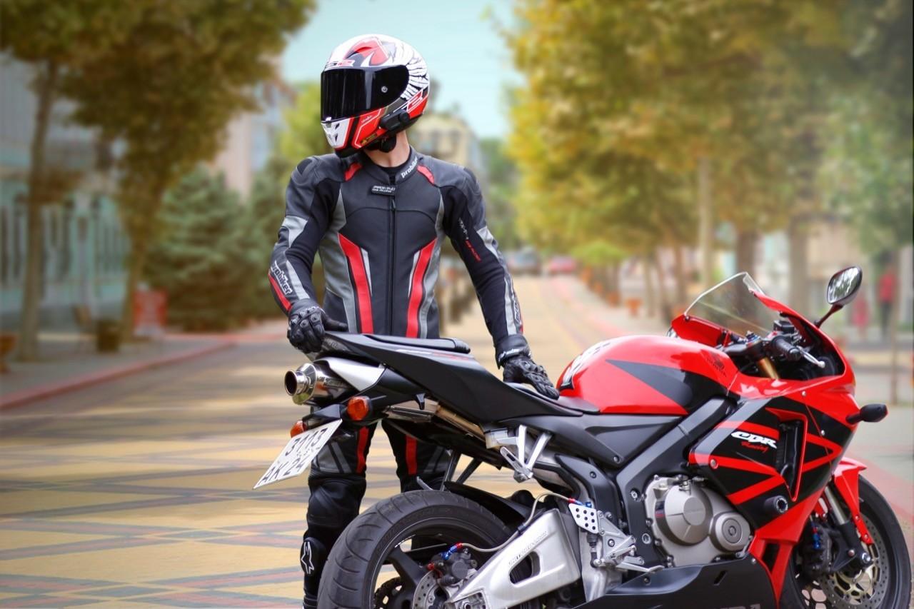 AR安全帽直接顯示導航路況!未來機車騎士不必低頭滑手機