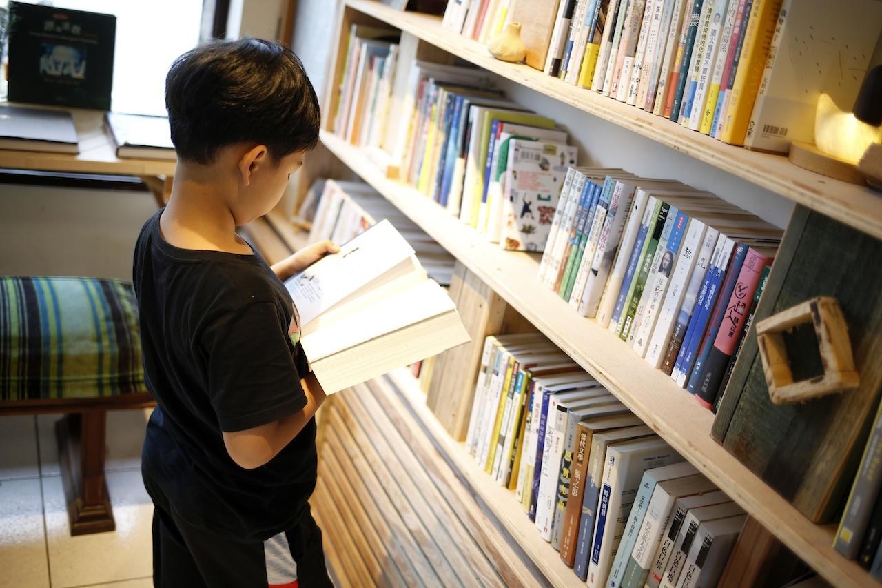 出版商撤架momo購物抗議雙11、超過20家獨立書店關店一日,momo怎麼回應?