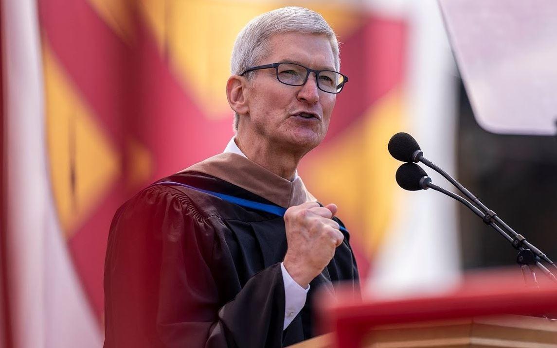 蘋果睽違14年重返史丹佛畢典,庫克給畢業生:想獲得聲望,先學會承擔責任