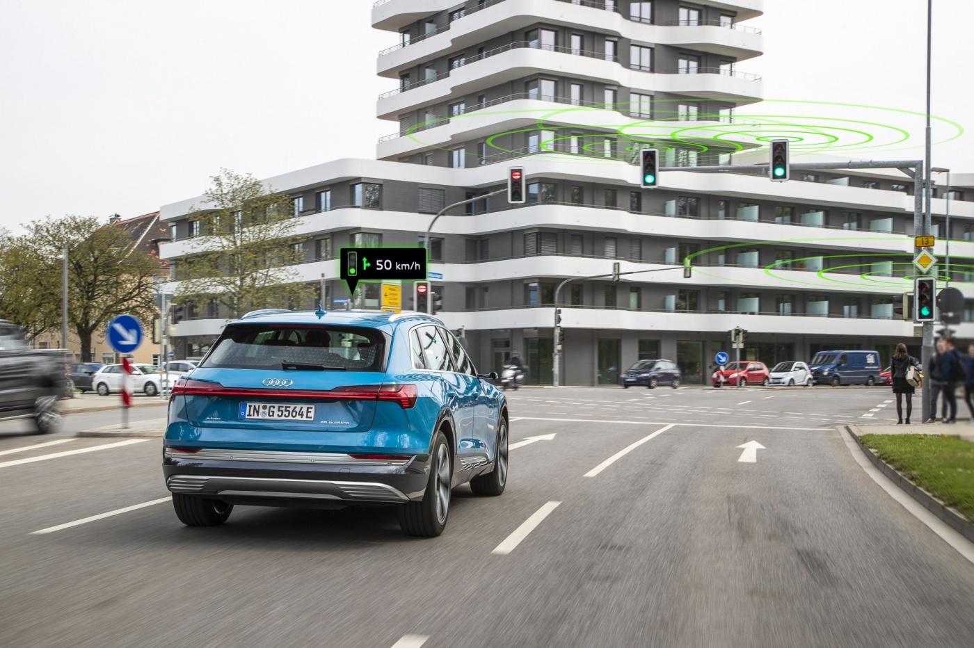 告訴你紅綠燈何時亮起!奧迪7月擴大推動車輛與交通號誌互聯