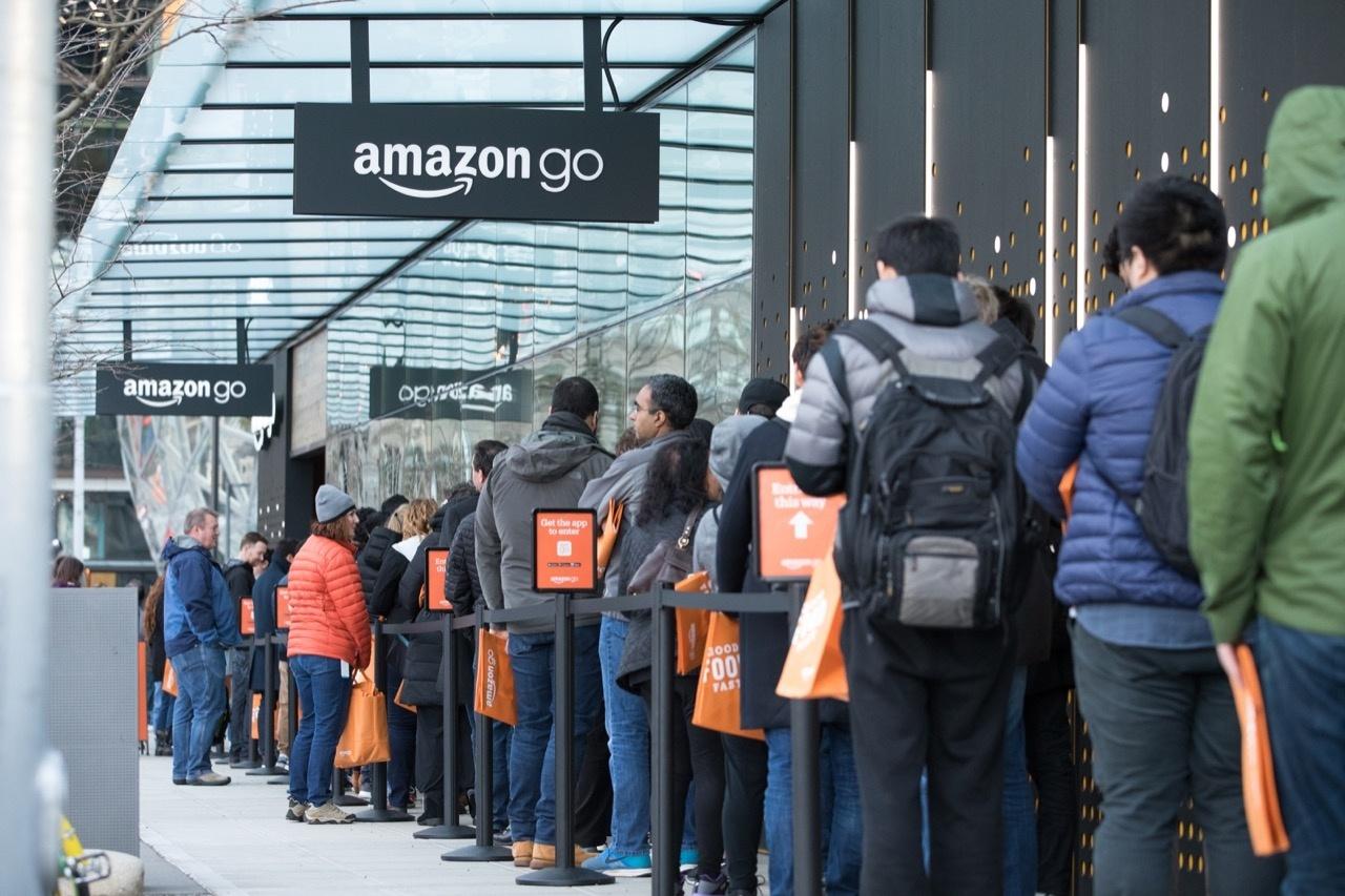 Amazon Go進化成大型超市,亞馬遜實體店能用「鮮食」變出什麼驚喜?