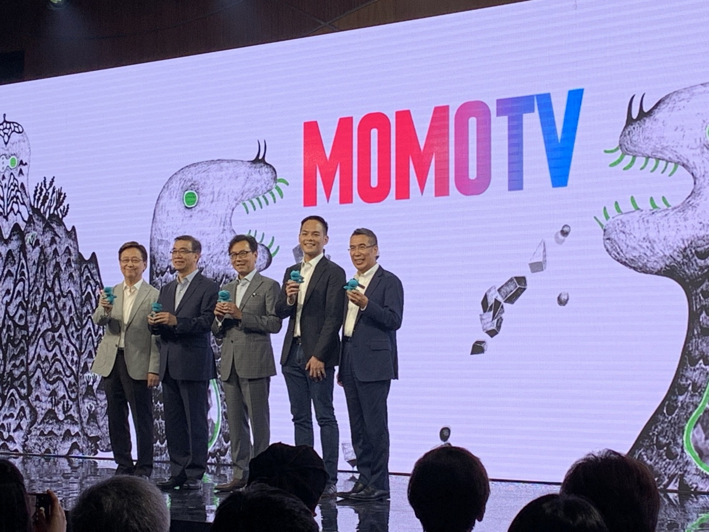 富邦F4合體救電視收視率!蔡明忠靠電信、購物、頻道資源推「MOMOTV」